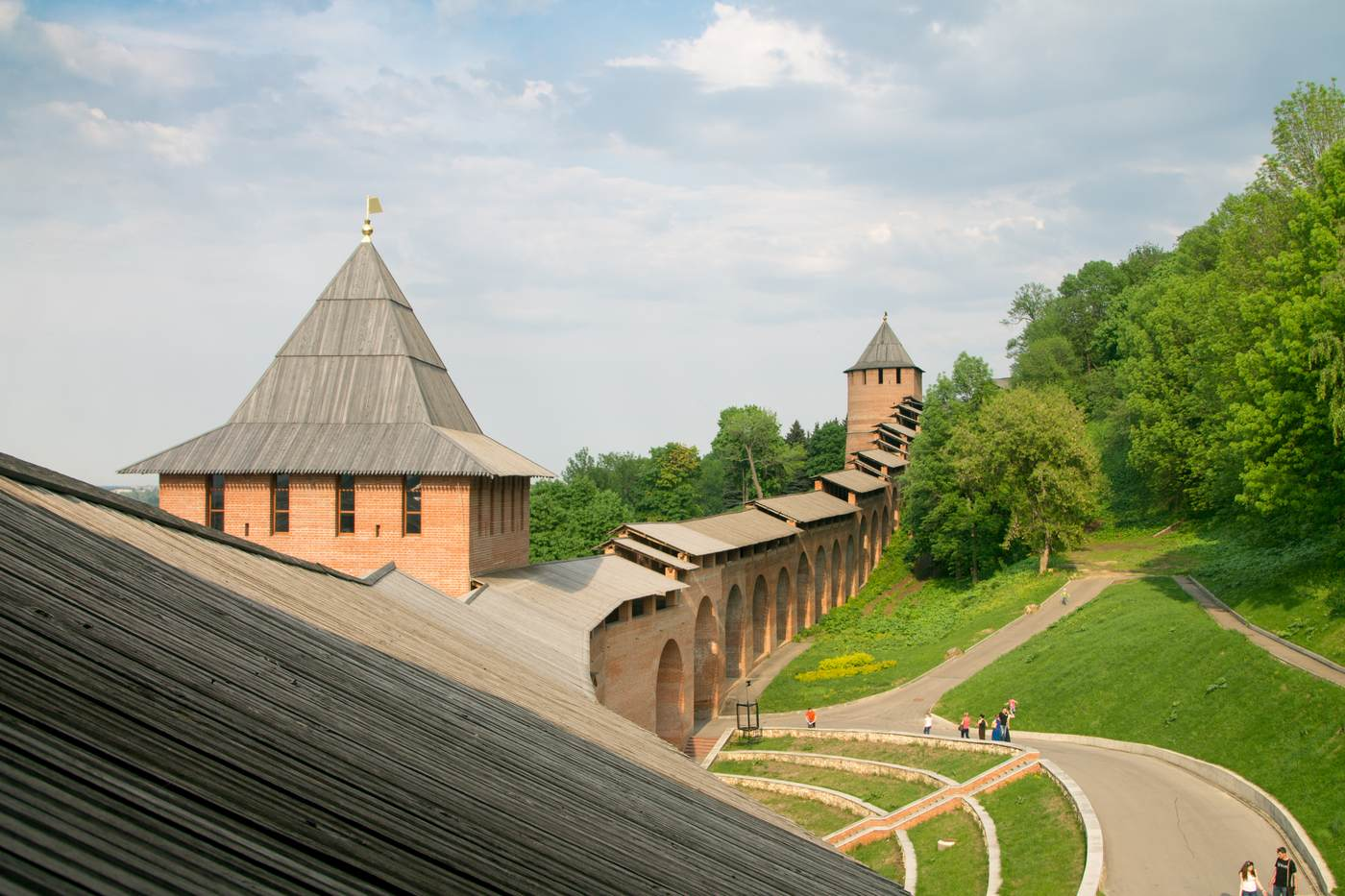 стены и башня кремля в Нижнем Новгороде