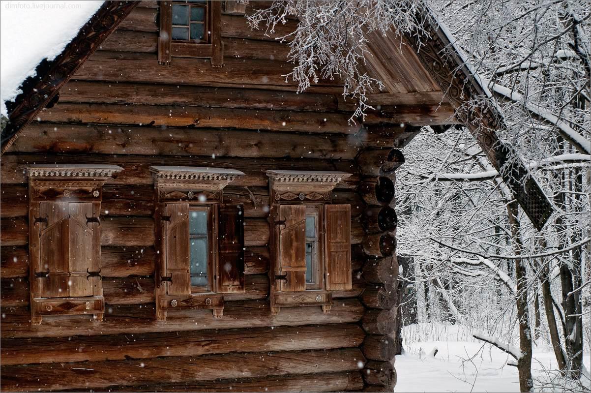 деревянная изба в музее архитектуры народов Поволжья