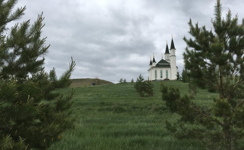 гора Нарыстау, святой источник, мемориальный комплекс
