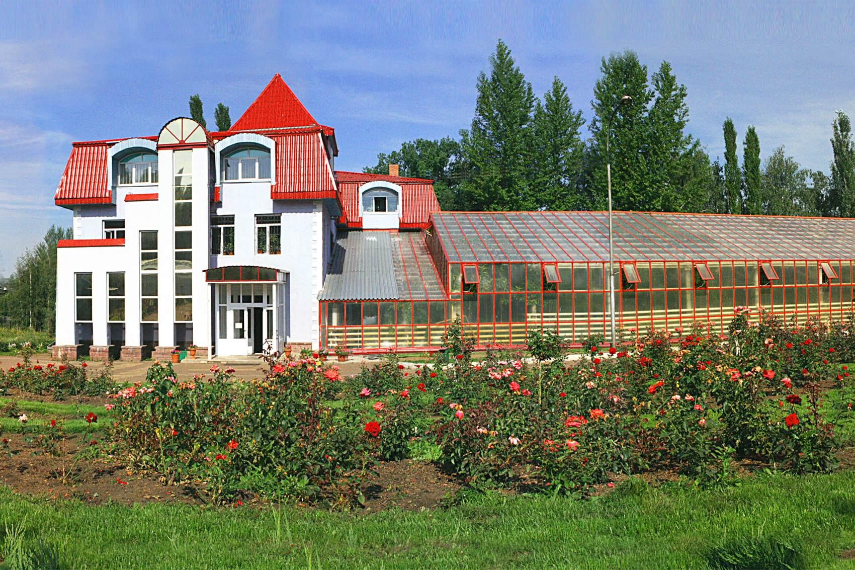 главный корпус ботанического сада в Уфе