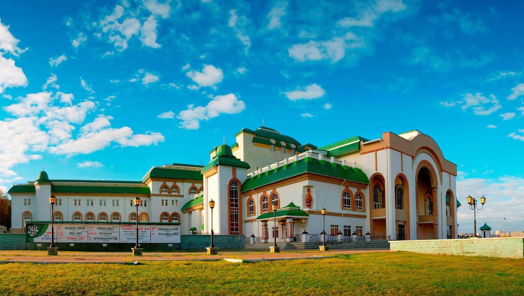 Здание театра Нур в Уфе